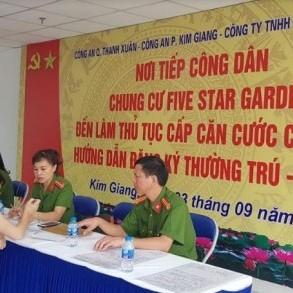 Giải quyết các thủ tục hành chính lưu động ở chung cư Five Star Garden