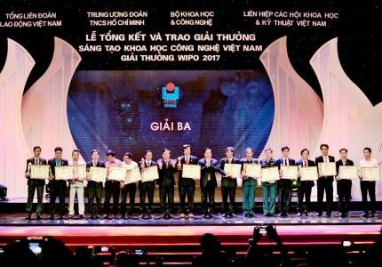 Chủ tịch GFS Phạm Thành Công trao giải Vifotec