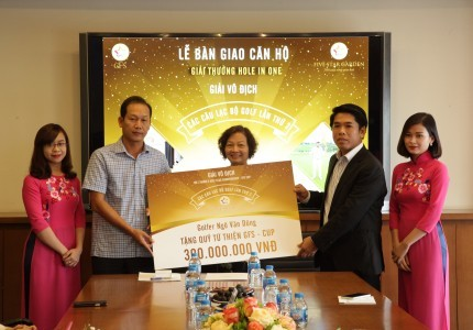 Bàn giao căn hộ Five Star Garden cho golfer Ngô Văn Dũng